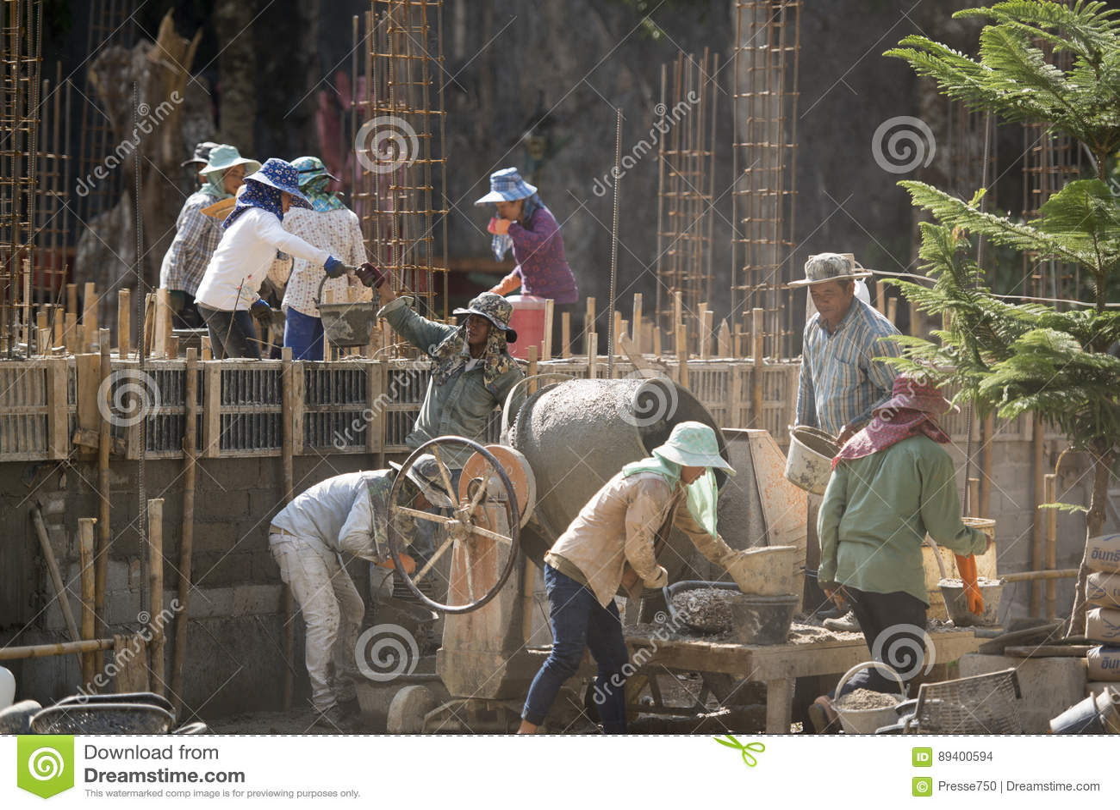 TRABALHADOR DE MULHERES DA CONSTRUÇÃO DE TAILÂNDIA CHIANG RAI