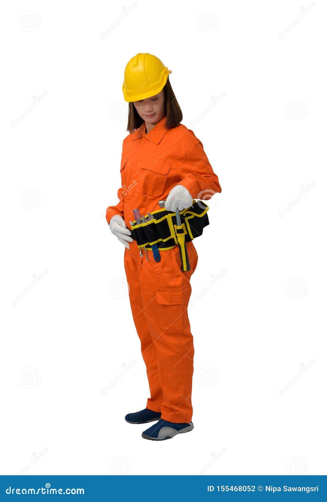 Trabalhadores da construção que vestem a roupa protetora alaranjada, martelo da terra arrendada da mão do capacete com a correia