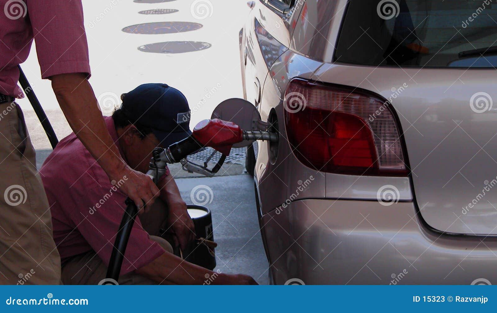 Trabalhadores do posto de gasolina