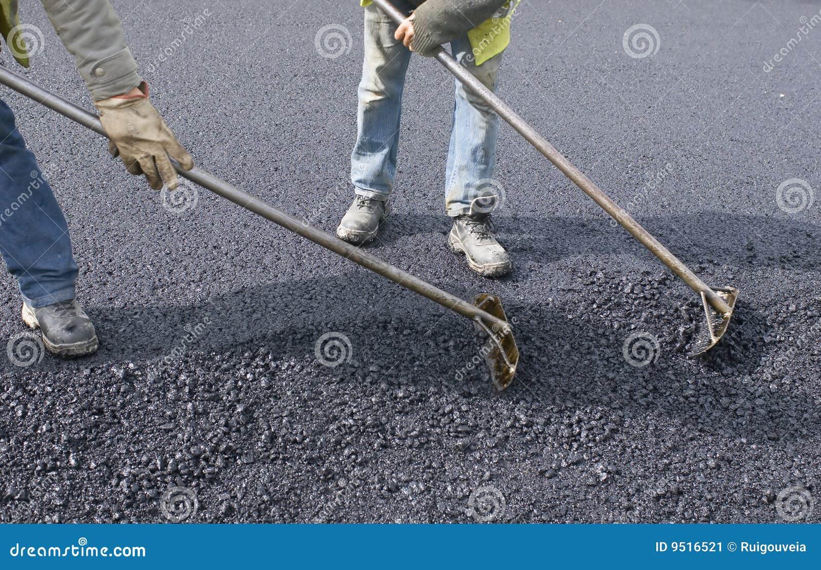 Trabalho dos povos para pavimentar