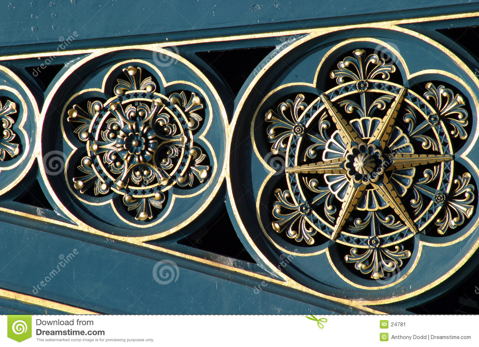Trabalho ornamentado do metal da ponte