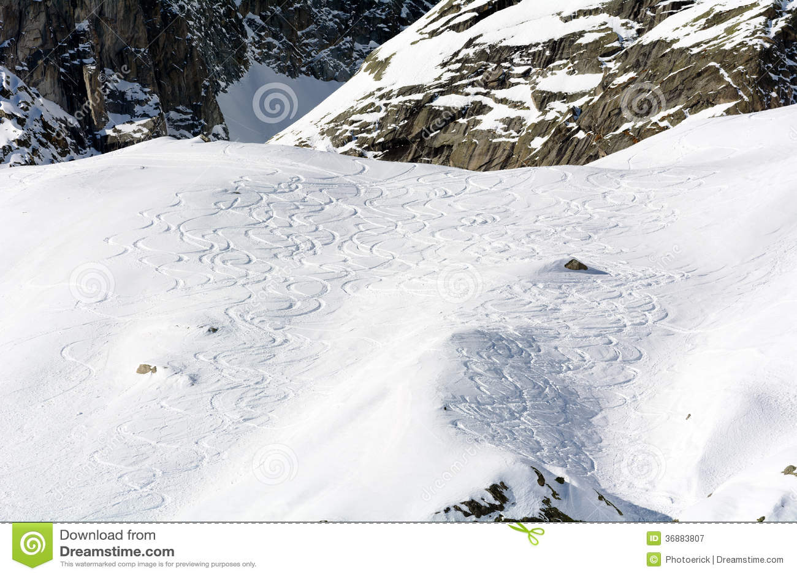 Download Tracce Di Ski Mountaineering Immagine Stock - Immagine di inverno, mont: 36883807