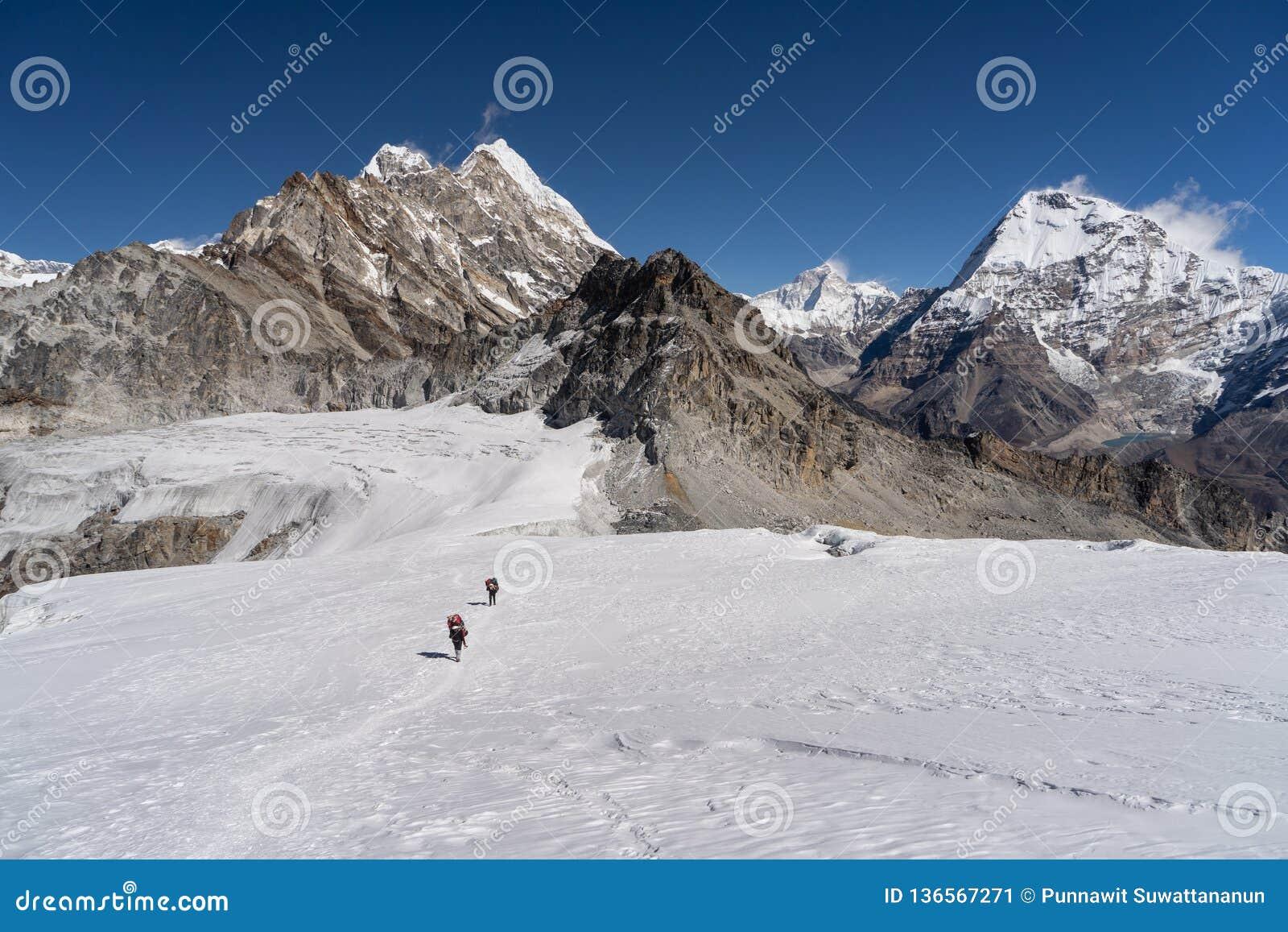 Traccia dal campo base del picco di Mera passeggiata del picco di Mera all eccessiva sul ghiacciaio, montagna dell Himalaya di re