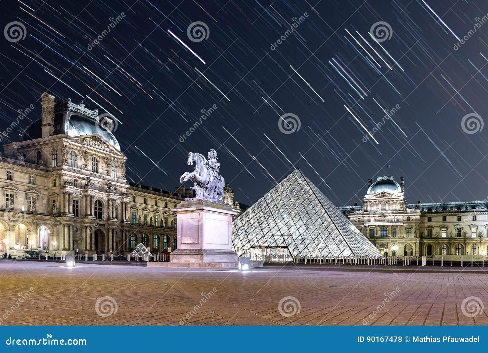 Traccia della stella al Louvre
