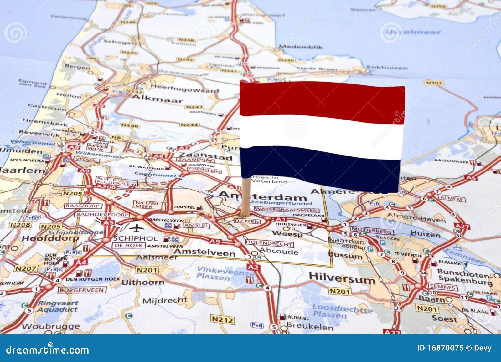 Trace dos Países Baixos com a bandeira holandesa