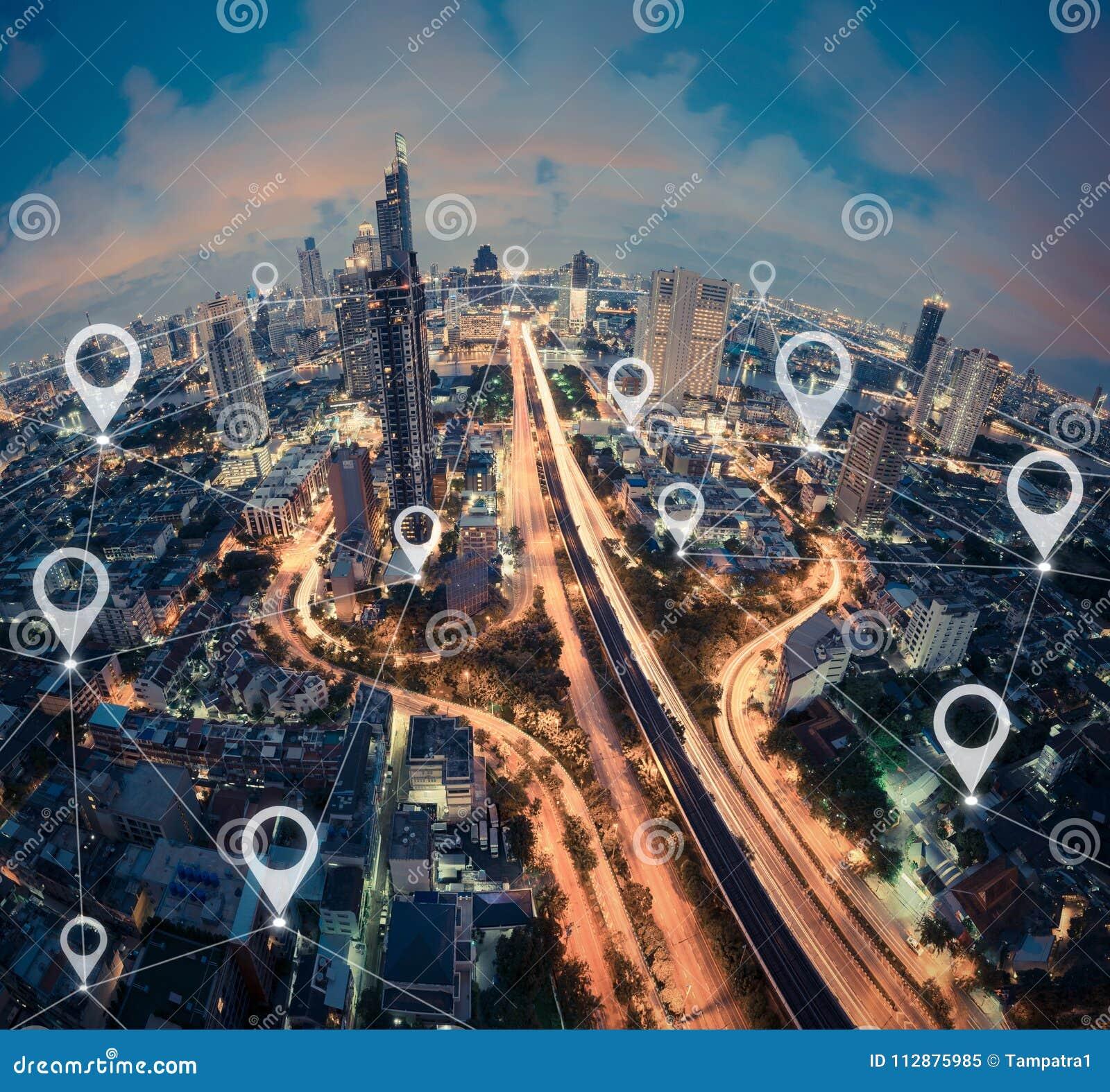 Trace el plano del perno de la ciudad, del negocio global y de la conexión de red