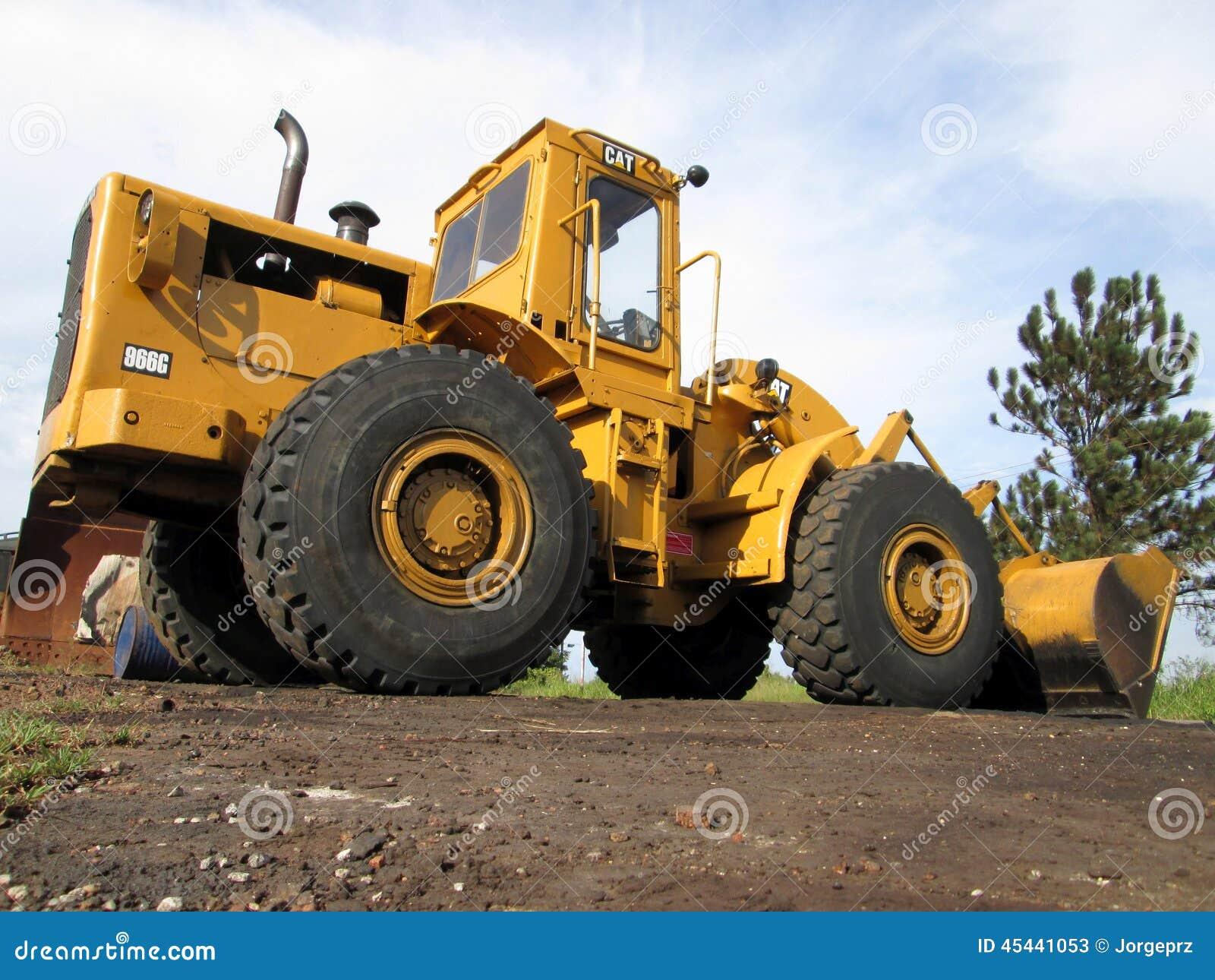 Tracteur à chenilles jaune