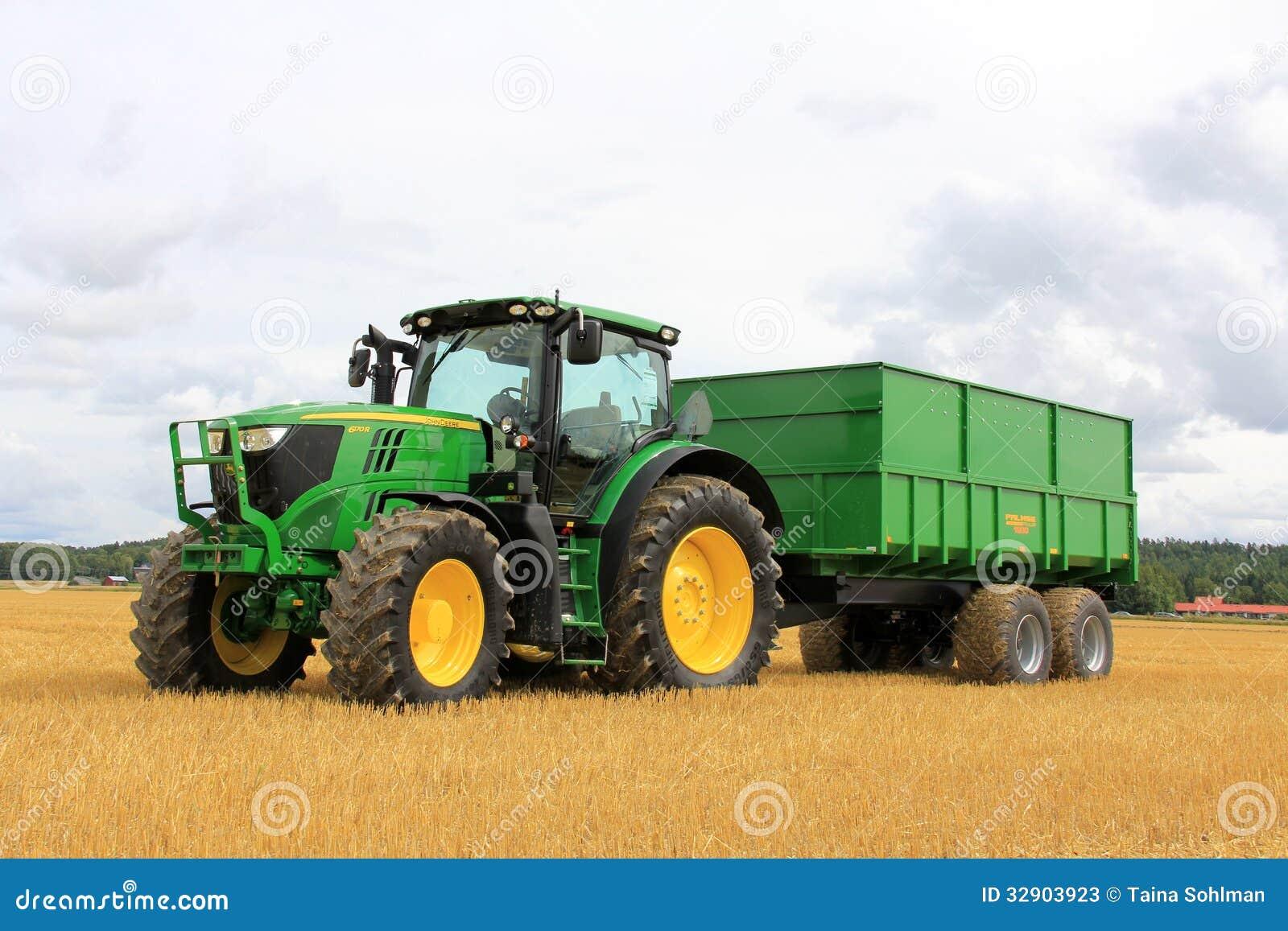 tracteur agricole de john deere 6170r et remorque 1900 de palmse photos stock
