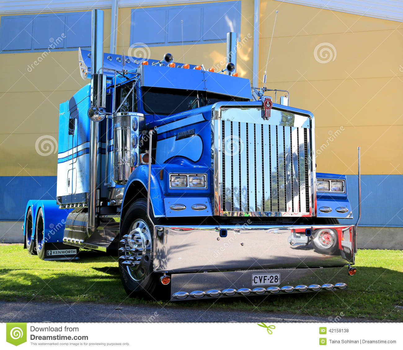 Watch additionally Photo Stock  C3 A9ditorial Tracteur Bleu De Camion D Exposition De Kenworth Image42158138 likewise Gardengrove furthermore Bsm Truck 850 Hook V1 0 0 0 Fs17 as well Scania R560 Donslund. on kenworth truck and trailer