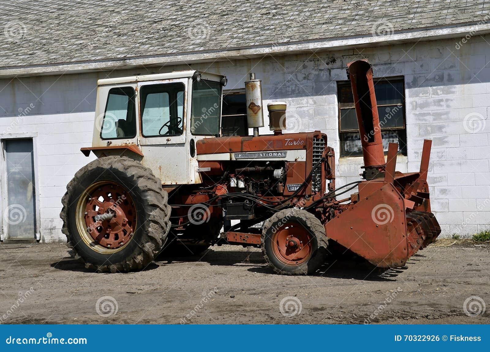 tracteur de farmall de l 39 international 1206 photo ditorial image 70322926. Black Bedroom Furniture Sets. Home Design Ideas