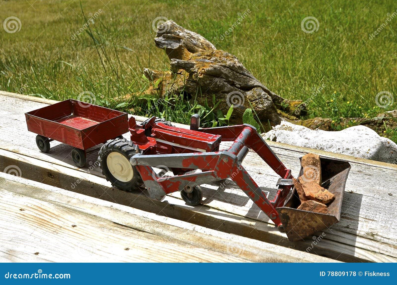 Tractor Cargador Y Remolque Del Juguete Foto De Archivo Imagen