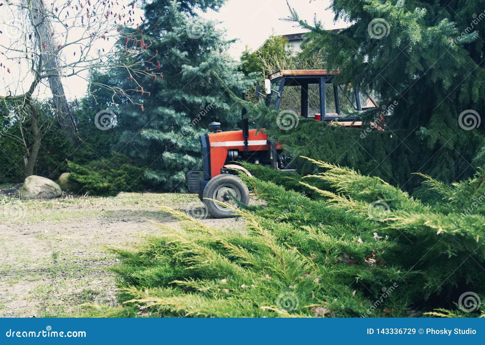 Tractor en una granja polaca