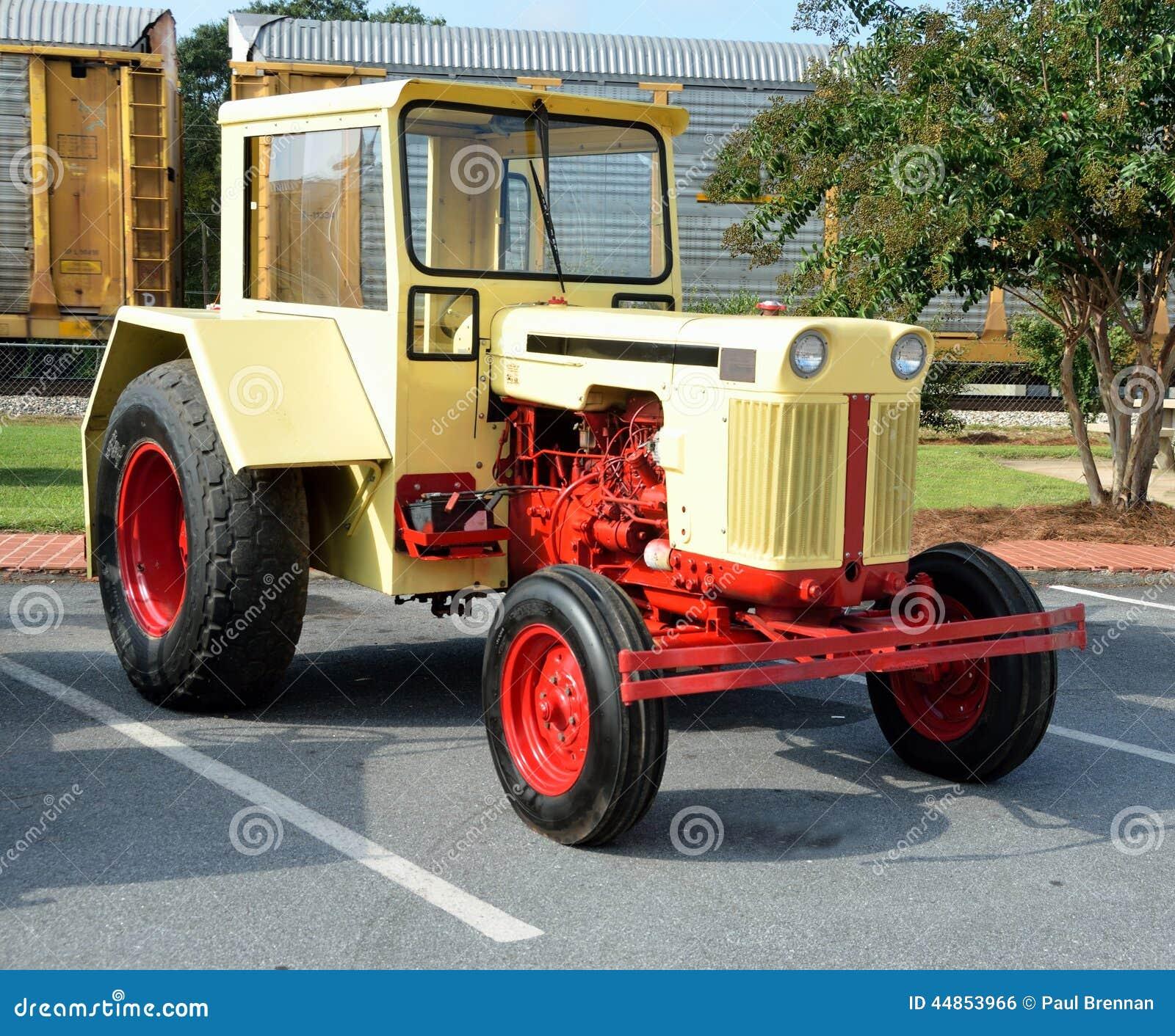Tractor restaurado del vintage