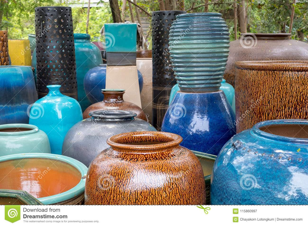 Tradditional Ceramic Of Jar Pot Bottle And Earthen Jar Including Colour And Figure Trick Pattern Design Stock Image Image Of Beauty Bottle 115860997