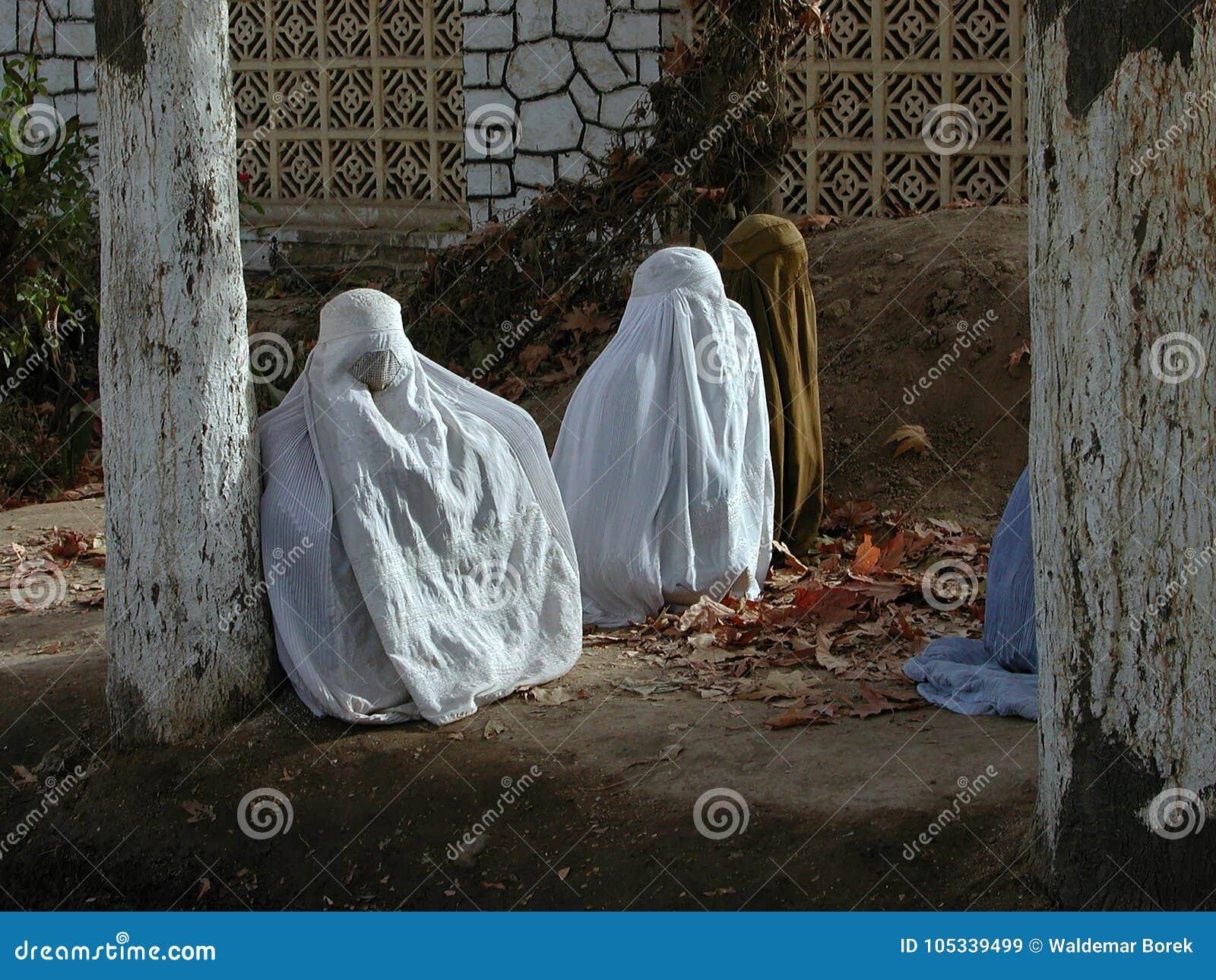 TRADICIÓN DEL ISLAM DE LAS MUJERES BURQA AFGANISTÁN