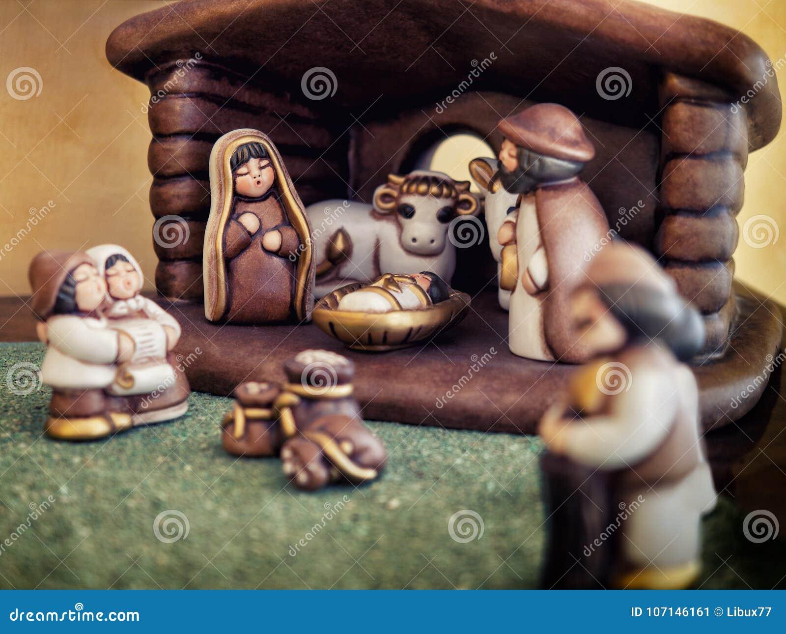 Tradición religiosa de la Navidad de las estatuillas de la escena de la natividad