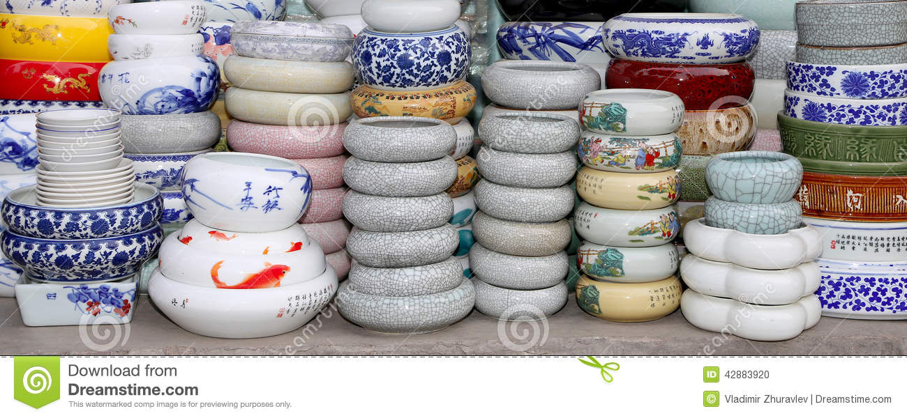 Merveilleux Traditional Chinese Ceramic Tableware At A Chinese Market