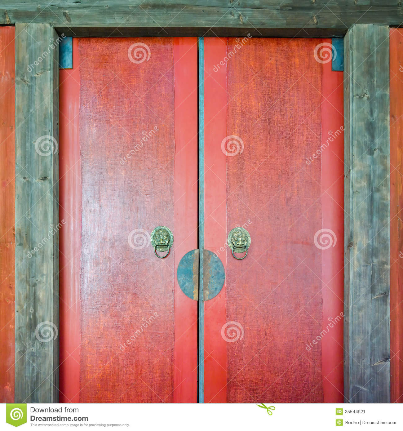 Traditional Chinese Wooden Door Stock Image - Image: 35544921