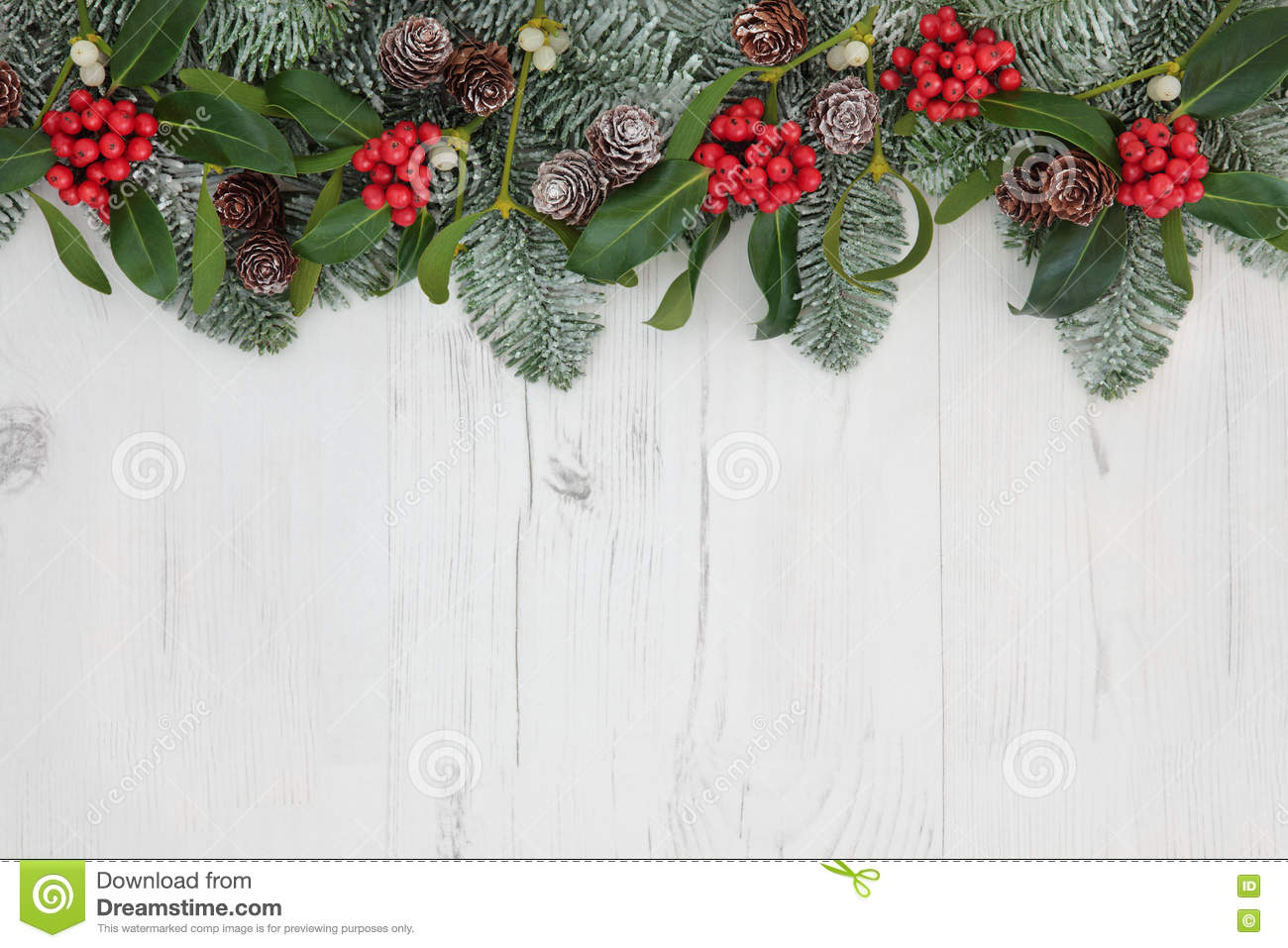 Why is holly a traditional christmas decoration - Traditional Christmas Border Stock Photo