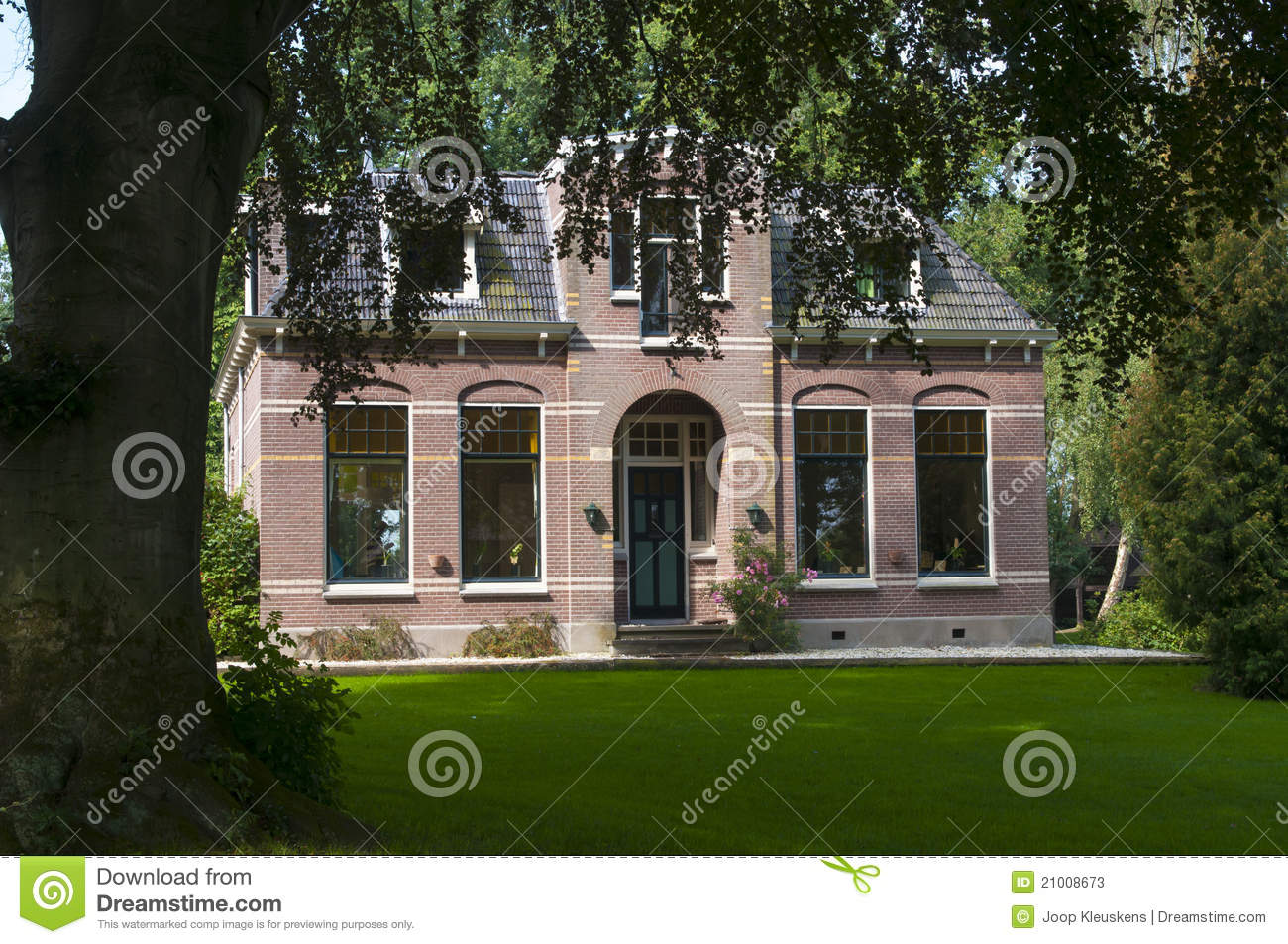 Traditional dutch house stock photos image 21008673 for Classic dutch house of 60m2