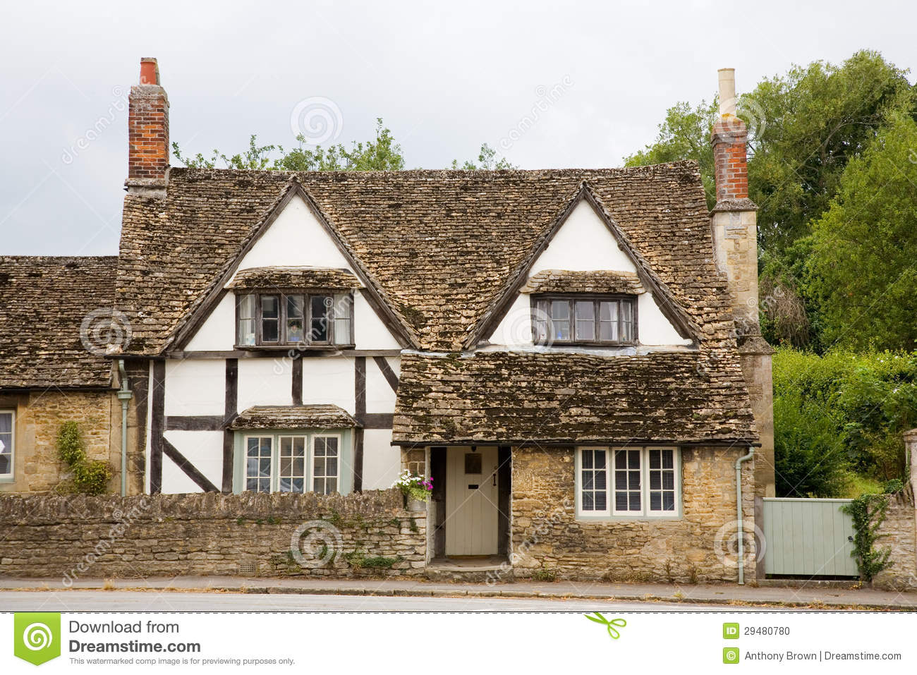 Traditional english cottage stock photo image 29480780 for Cottage anglais