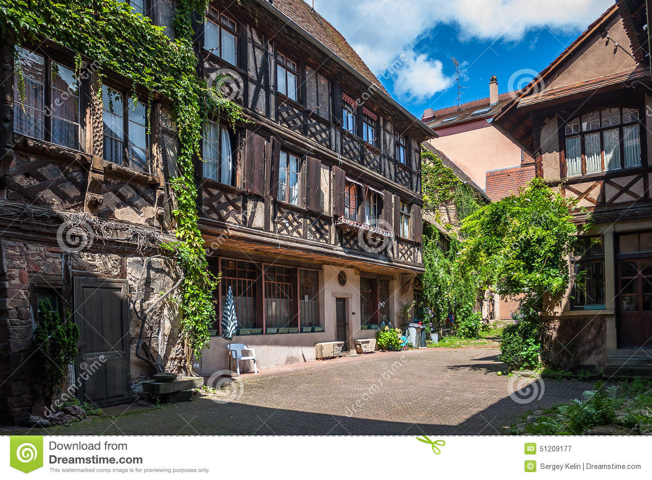 Traditional half timbered architecture in obernai france for Architecture fr
