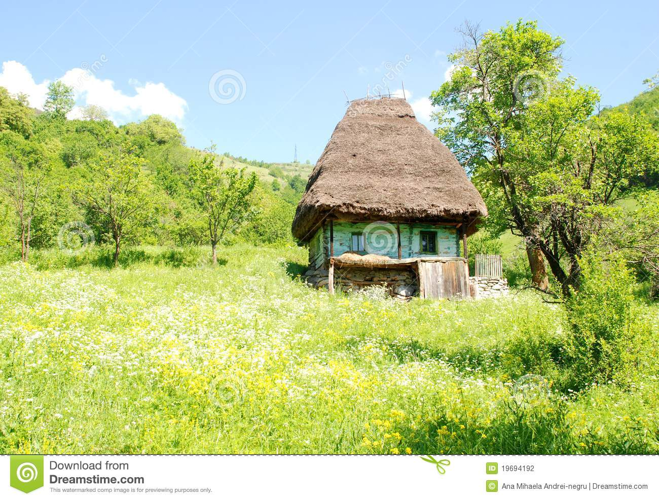 Traditional house with straw roof stock photo image of highland house 19694192 - Traditional houses attic ...