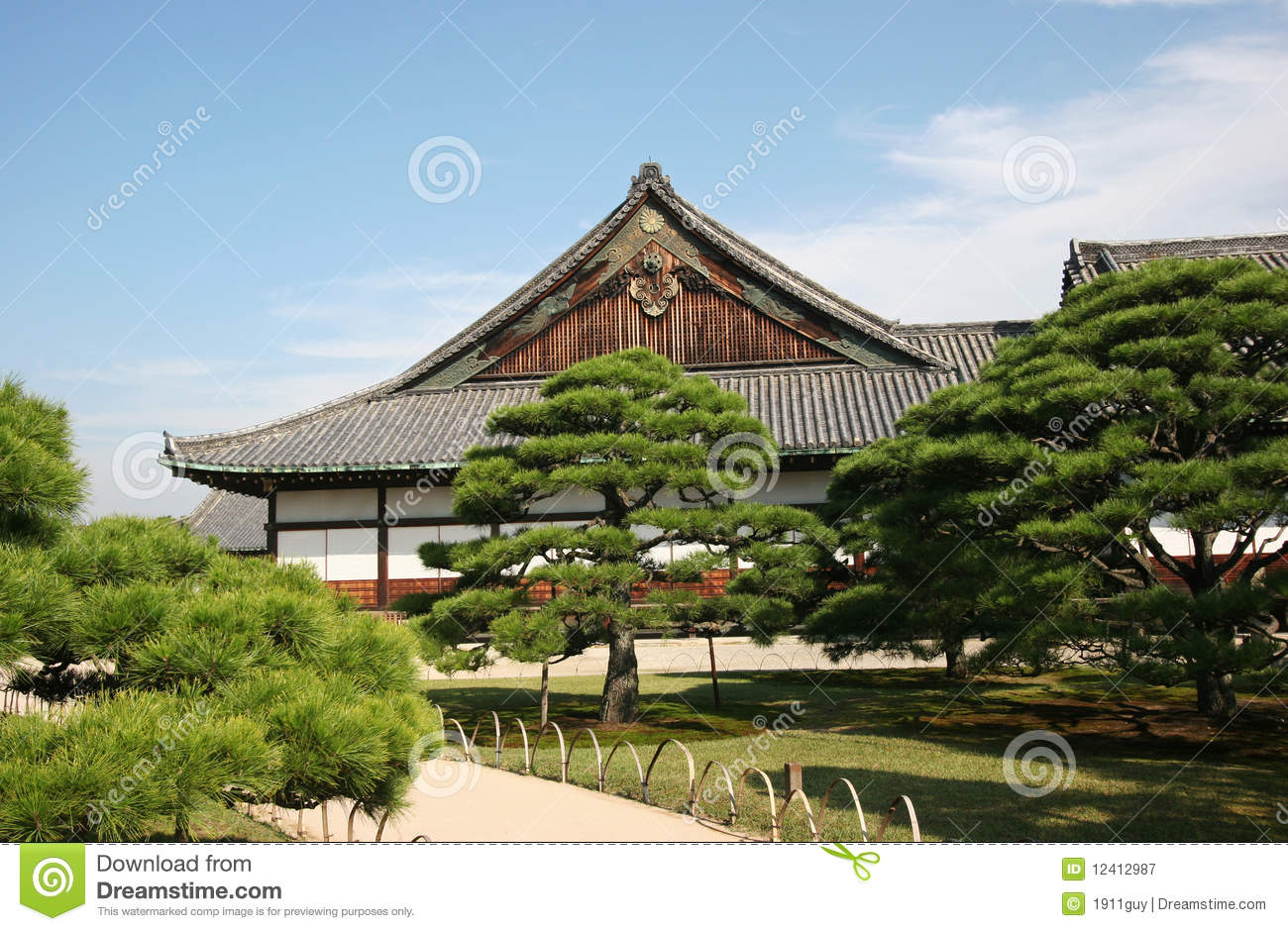 Traditional Japanese House And Garden Royalty Free Stock