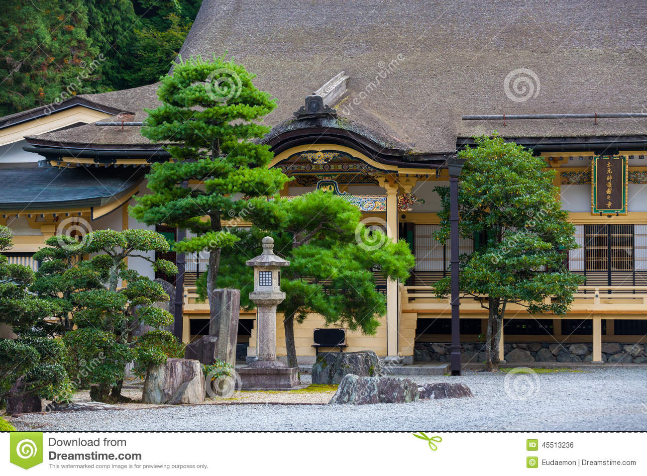 Traditional Japanese House With Garden Stock Photo - Image: 45513236