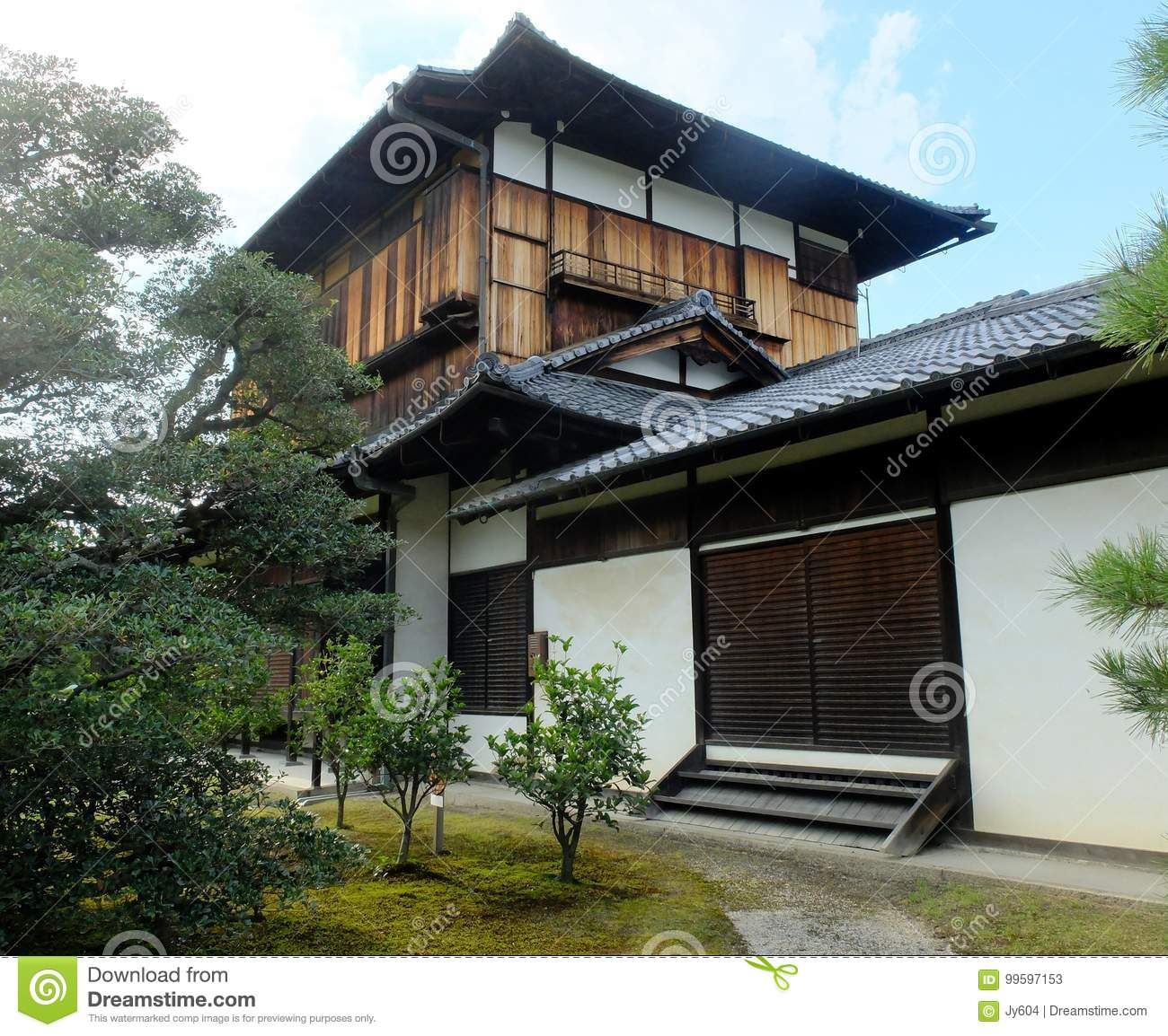 Traditional Japanese Small Room Interior Design: Traditional Japanese Style House With A Small Garden Stock