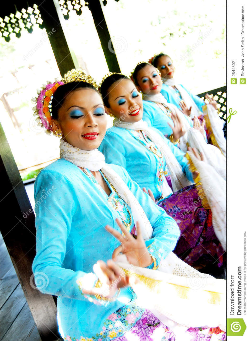 Traditional Malay Dance (Joget) Editorial Photo - Image ...