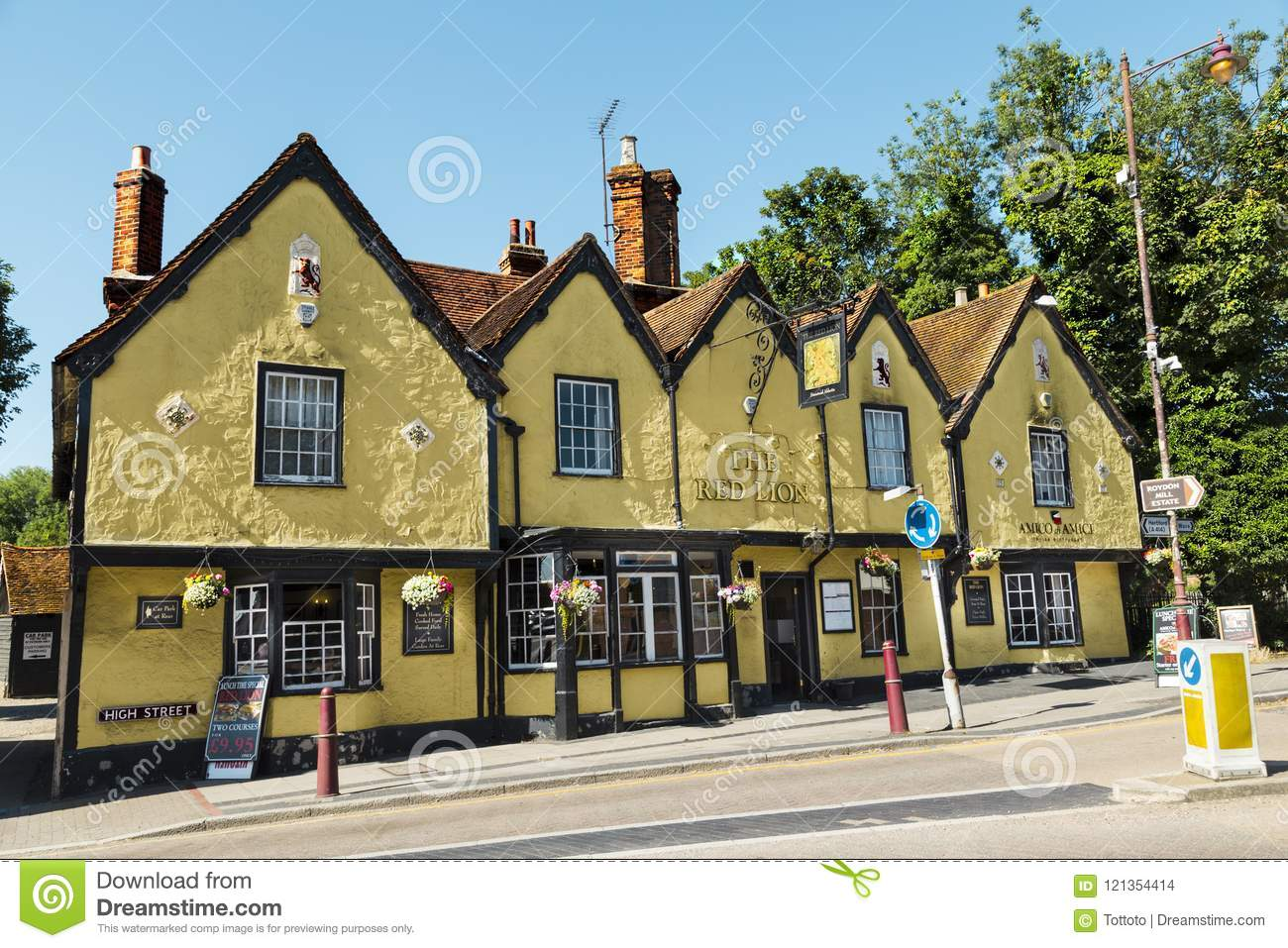 Traditional Old English Pub Editorial Stock Image - Image of