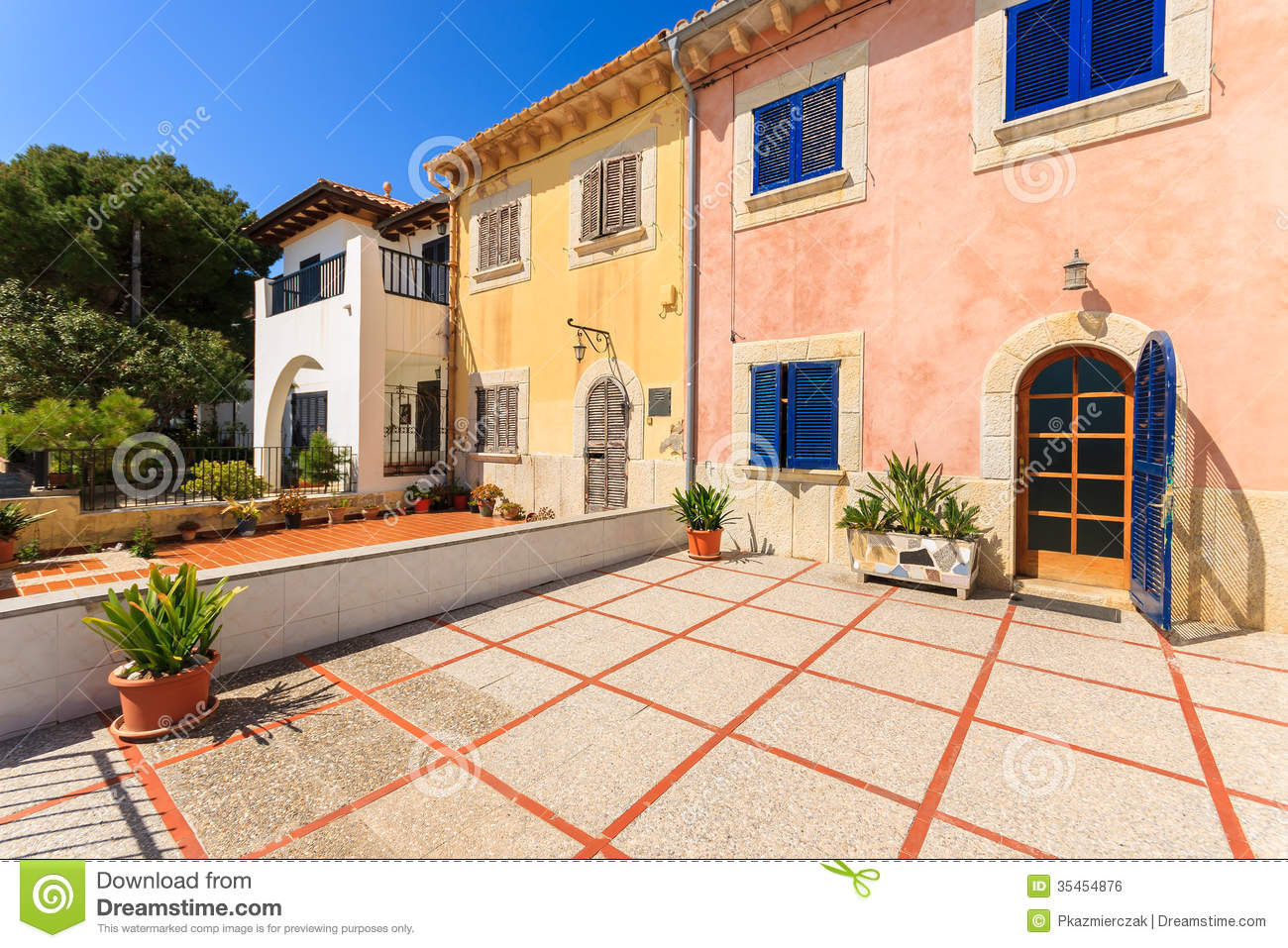 Traditional old houses in port pollenca town on majorca for Old traditional houses