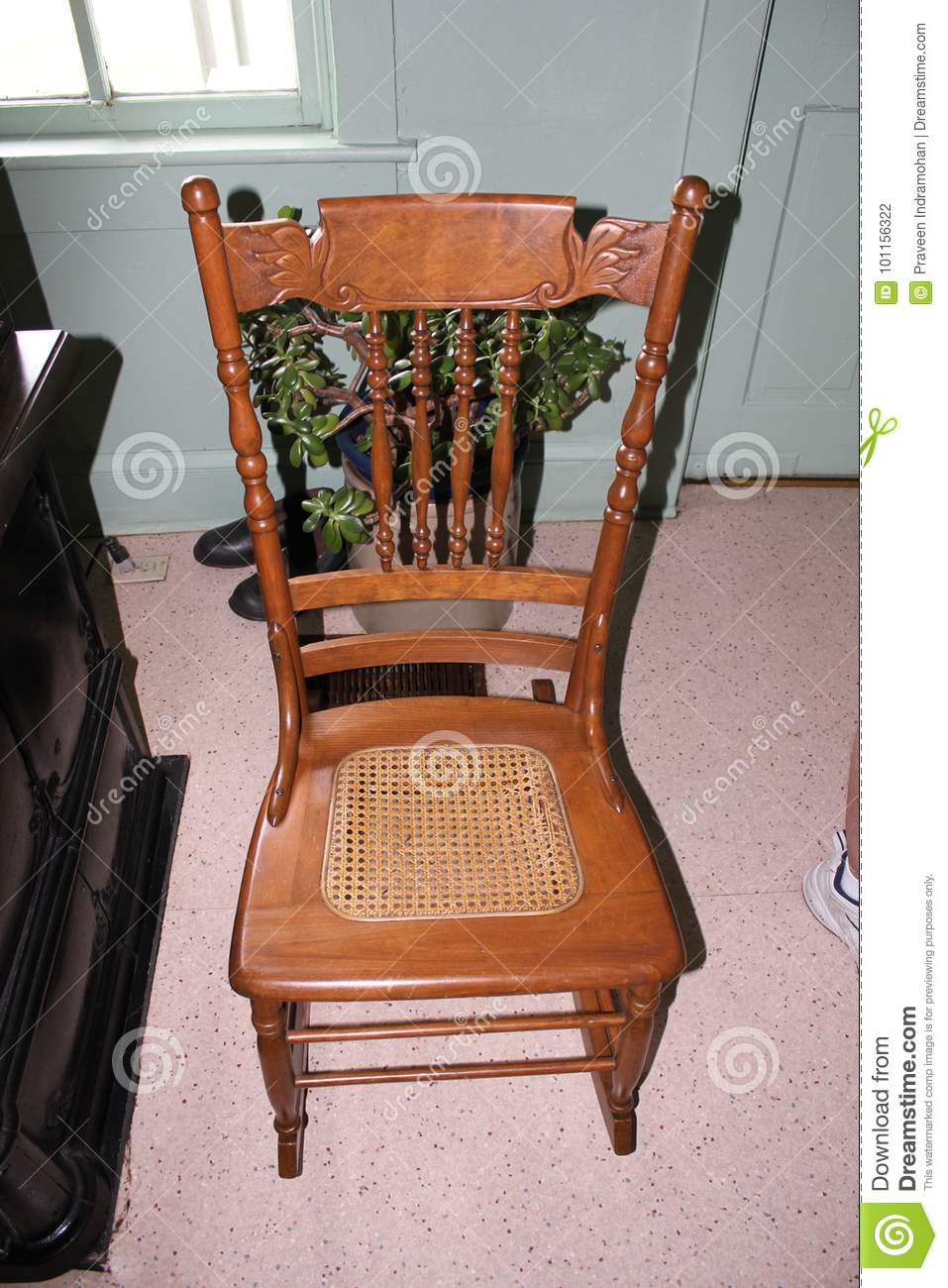 Traditional Wooden Furniture Of Amish House