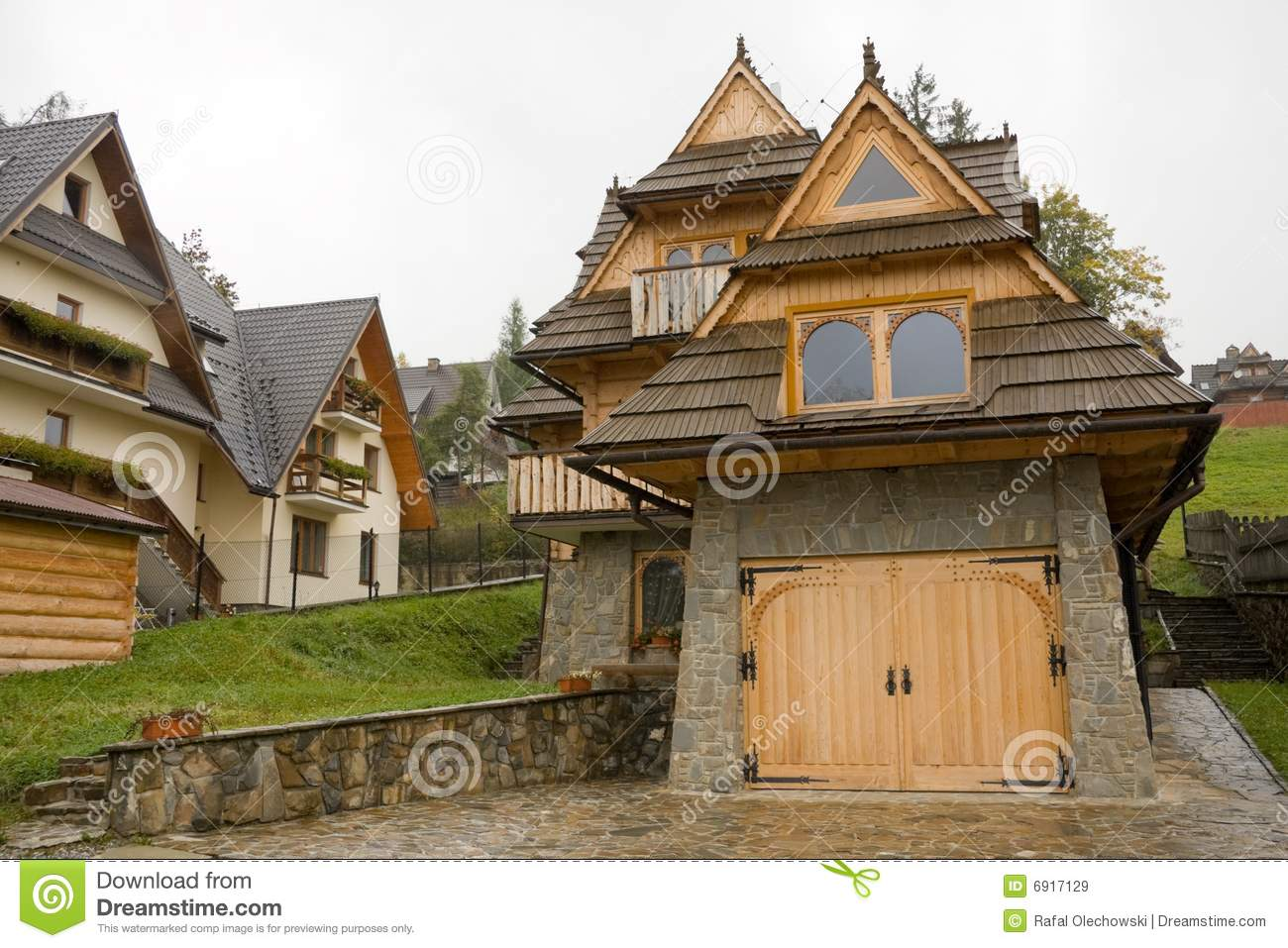 Traditional wooden house in mountains royalty free stock images image 6917129 - Traditional polish houses wood mastership ...