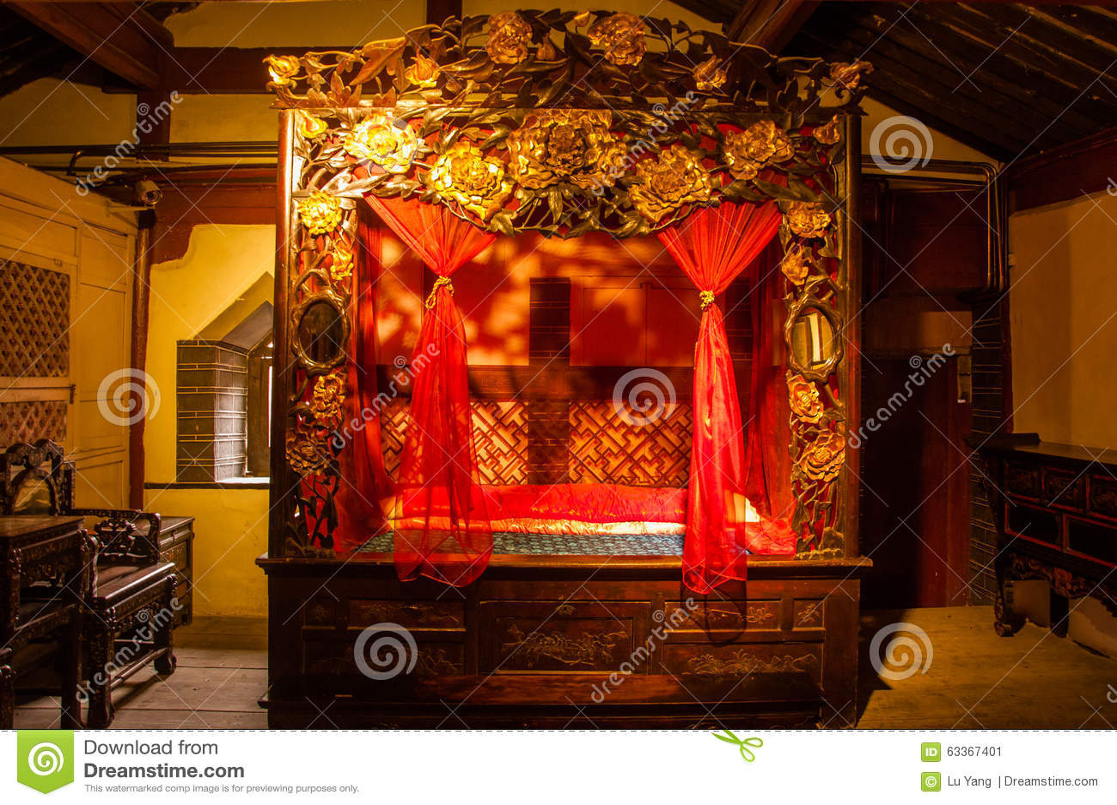 Traditioneel Chinees Bed : Traditioneel chinees bed stock afbeelding afbeelding bestaande