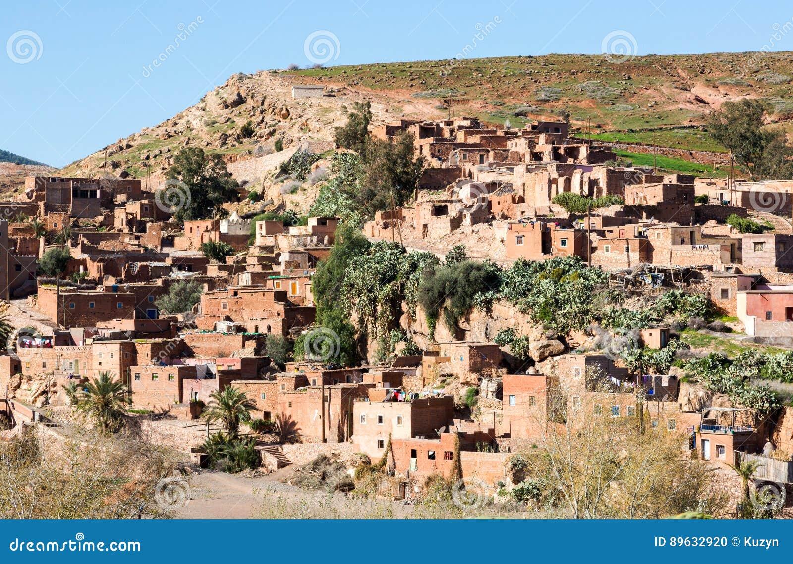 Traditioneel conservatief berberdorp in Atlasbergen, Moro