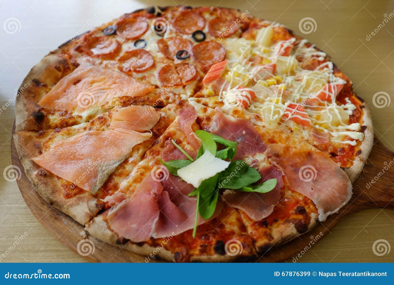 Traditioneel hout dat Italiaanse pizza brandt