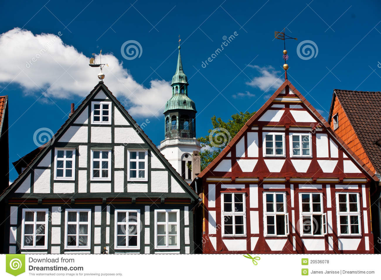 Traditioneel hout fram huis in celle duitsland stock foto afbeelding 20536078 - Huis hout ...