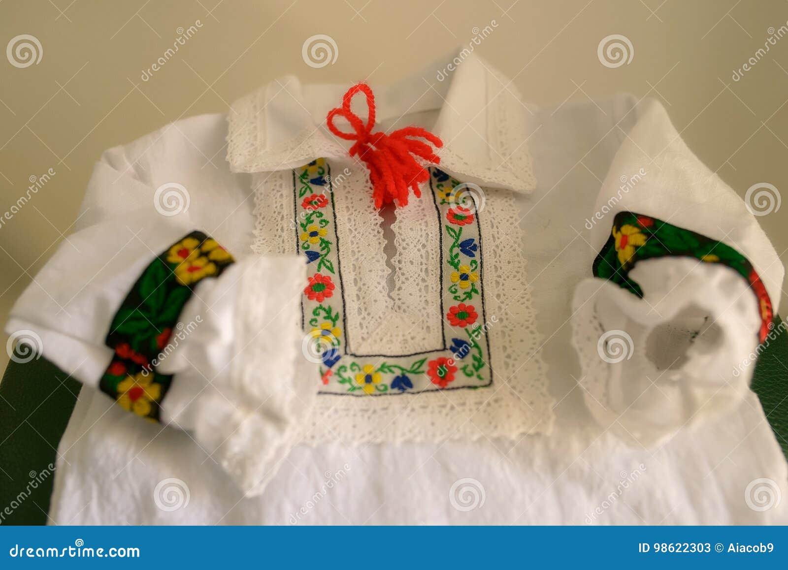 Blouse Of Overhemd.Traditioneel Roemeens Die Kinderen S Blouse Of Overhemd Met