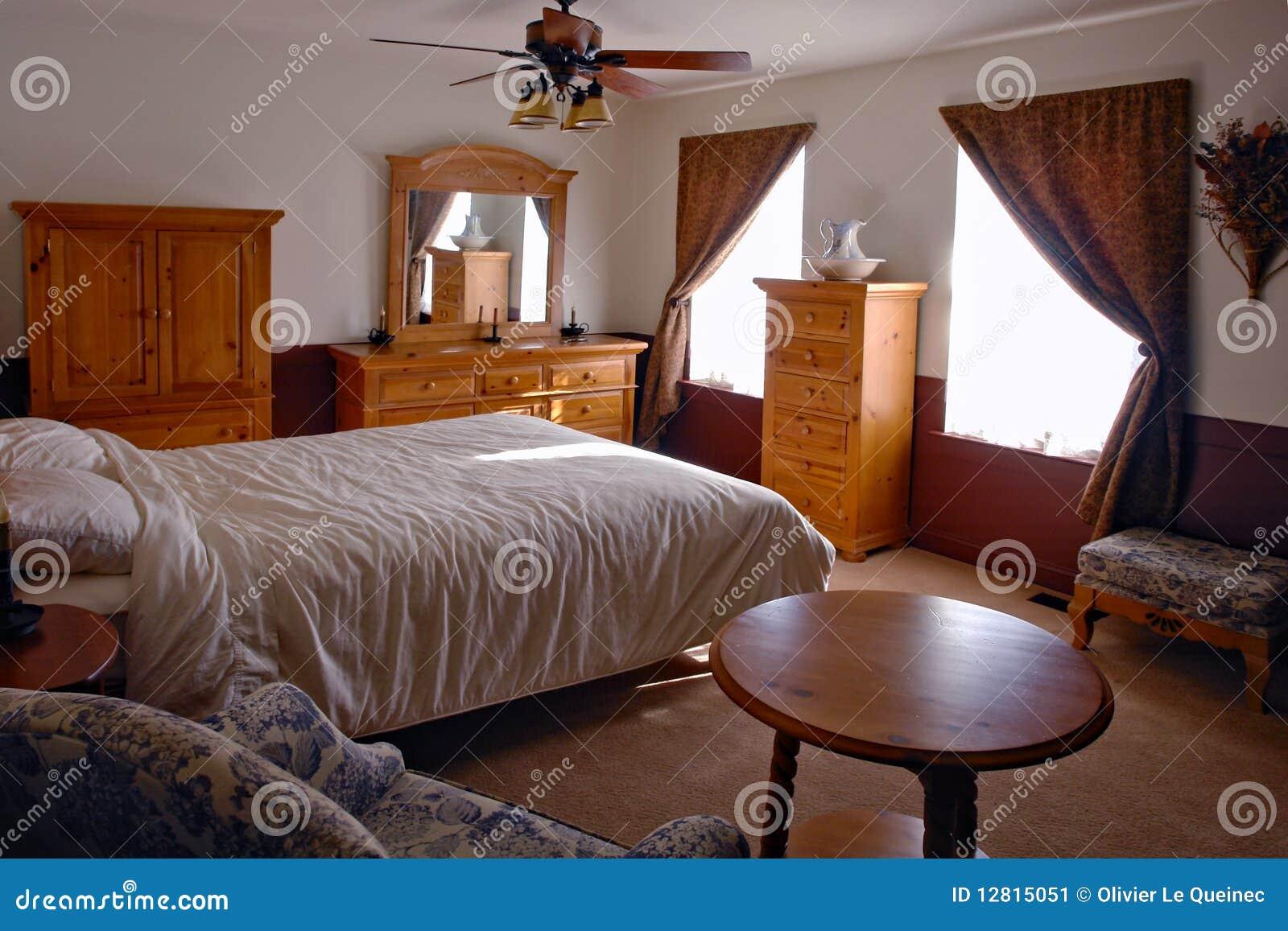 Traditionele Amerikaanse Binnenlandse Slaapkamer Stock Afbeelding ...