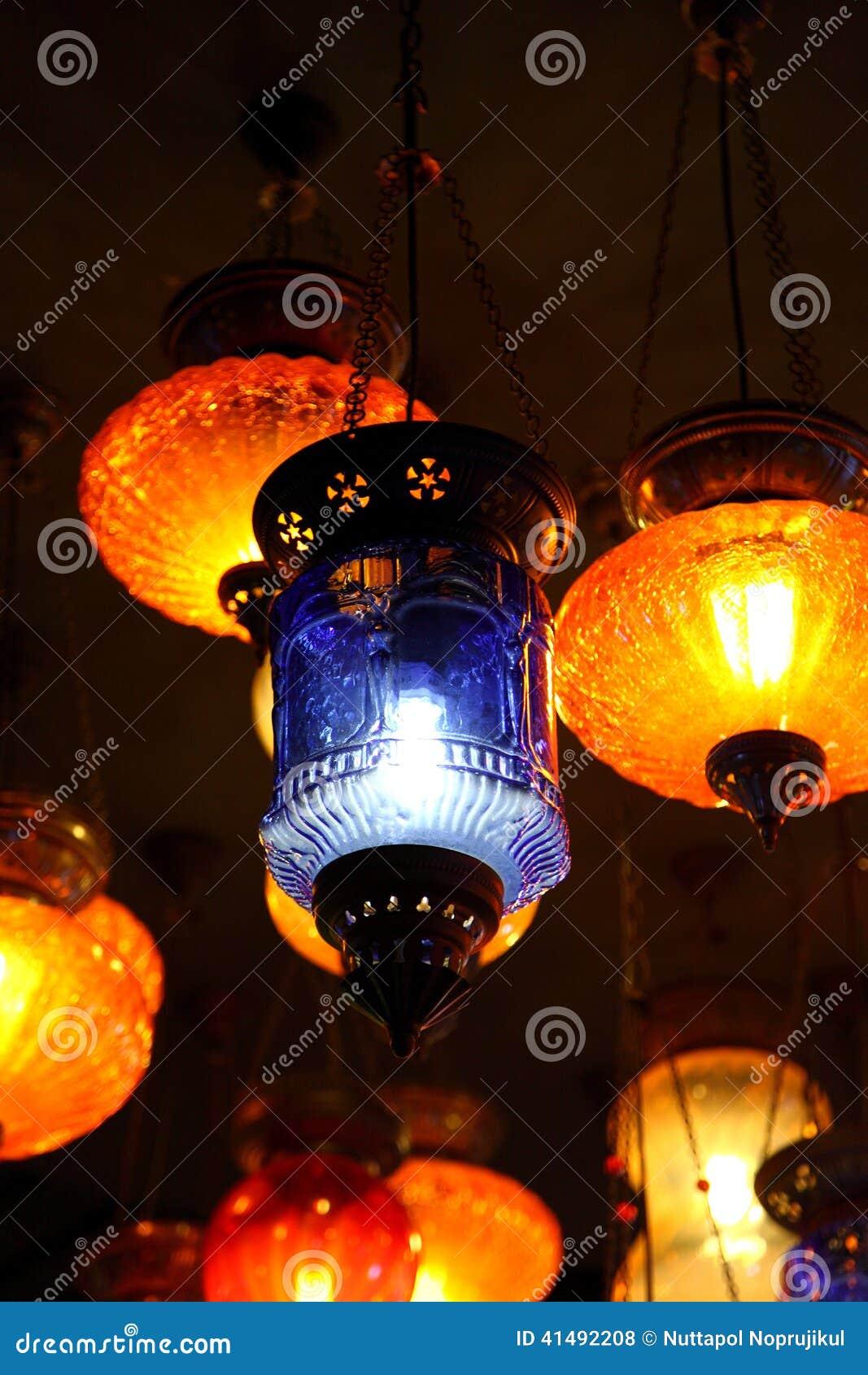 Traditionele Arabische lantaarns op de markt