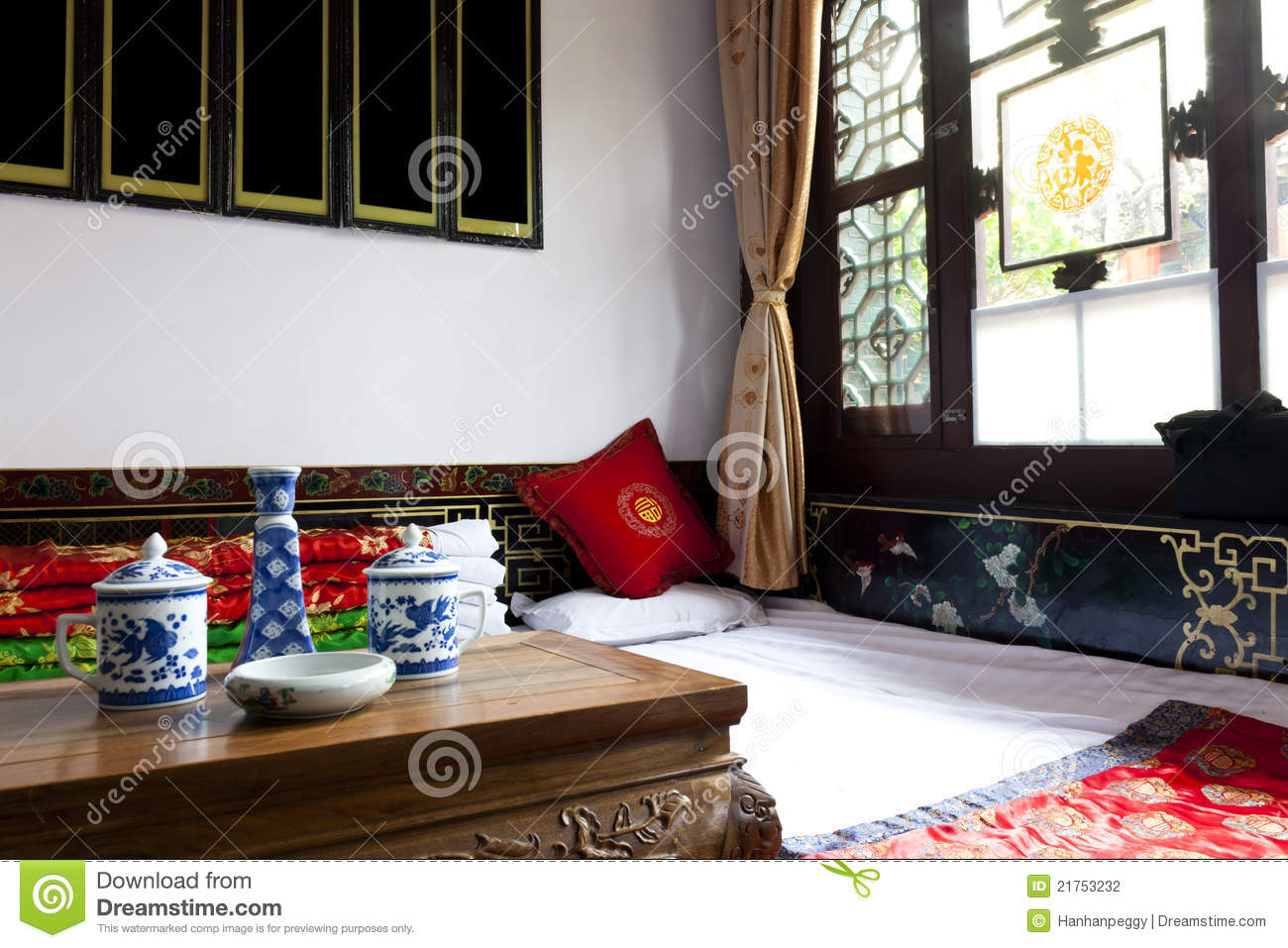 Traditioneel Chinees Bed : Traditionele chinese slaapkamer stock foto afbeelding bestaande