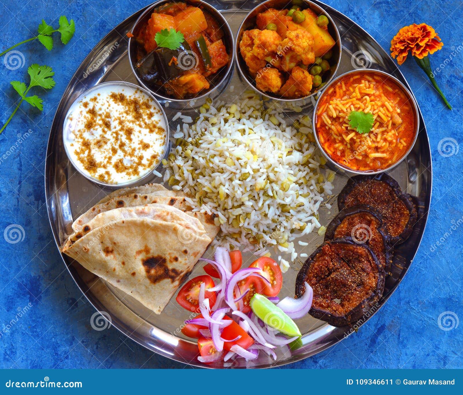 Traditionele Indische Thali of Indische Gujarati-maaltijd