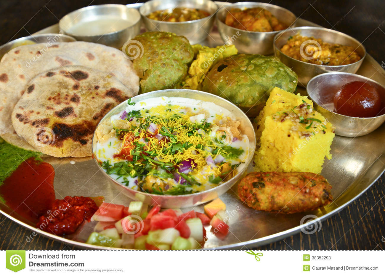Traditionele Indische vegeterian schotel