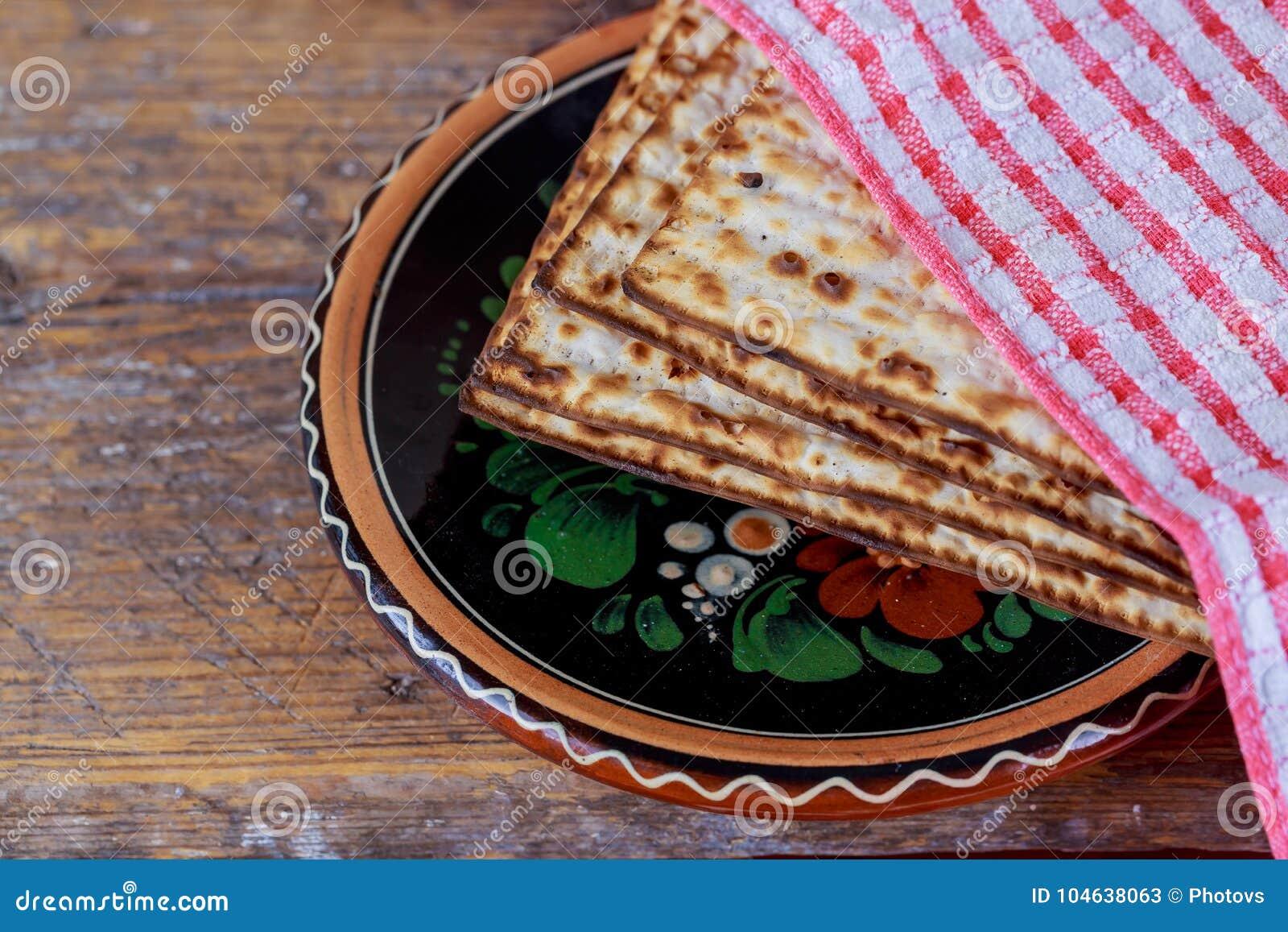 Download Traditionele Joodse Kosjer Matzo Voor Paschamacro Stock Afbeelding - Afbeelding bestaande uit matzoh, retro: 104638063
