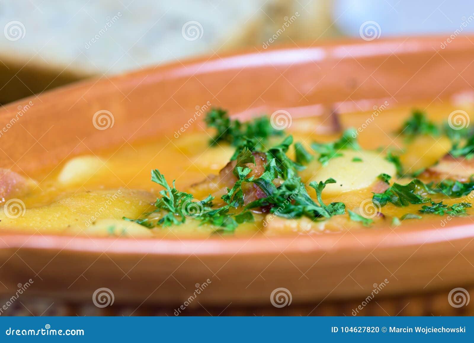 Download Traditionele Poolse Keuken - Gebakken Bonen - Fasolkapo Bretonsku Stock Foto - Afbeelding bestaande uit bonen, gezond: 104627820