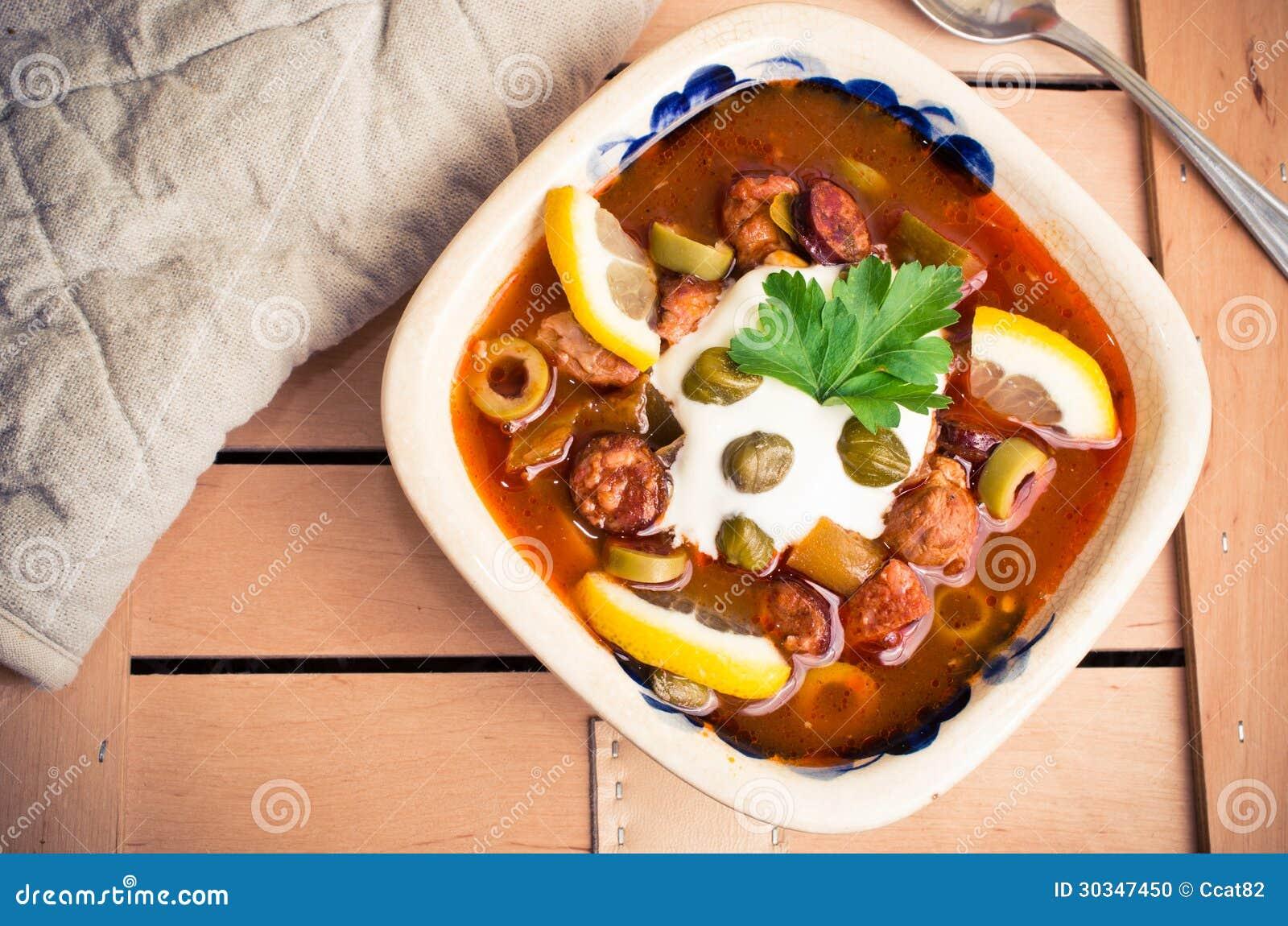 Voorraadbeelden van traditionele russische soljanka soep