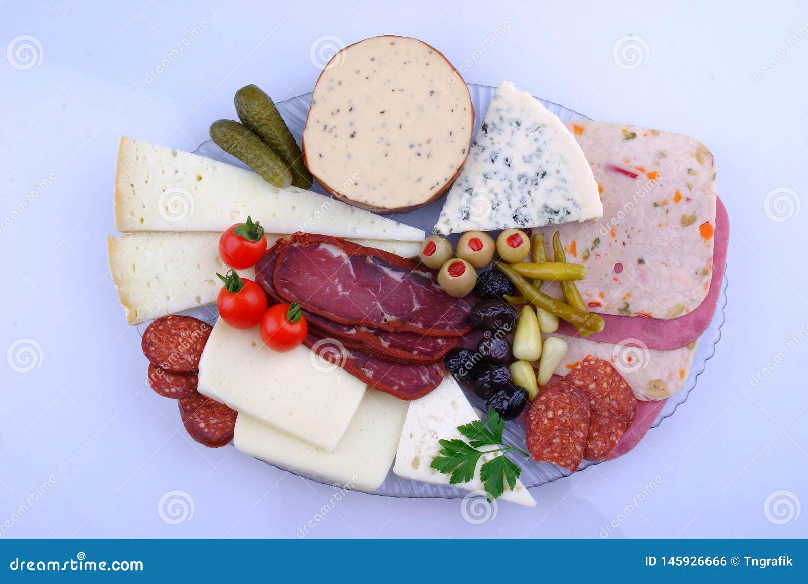 Traditionele Turkse ontbijtschotel op de grijze houten lijst, hoogste mening Gezond Turks ontbijt in de heldere ochtend
