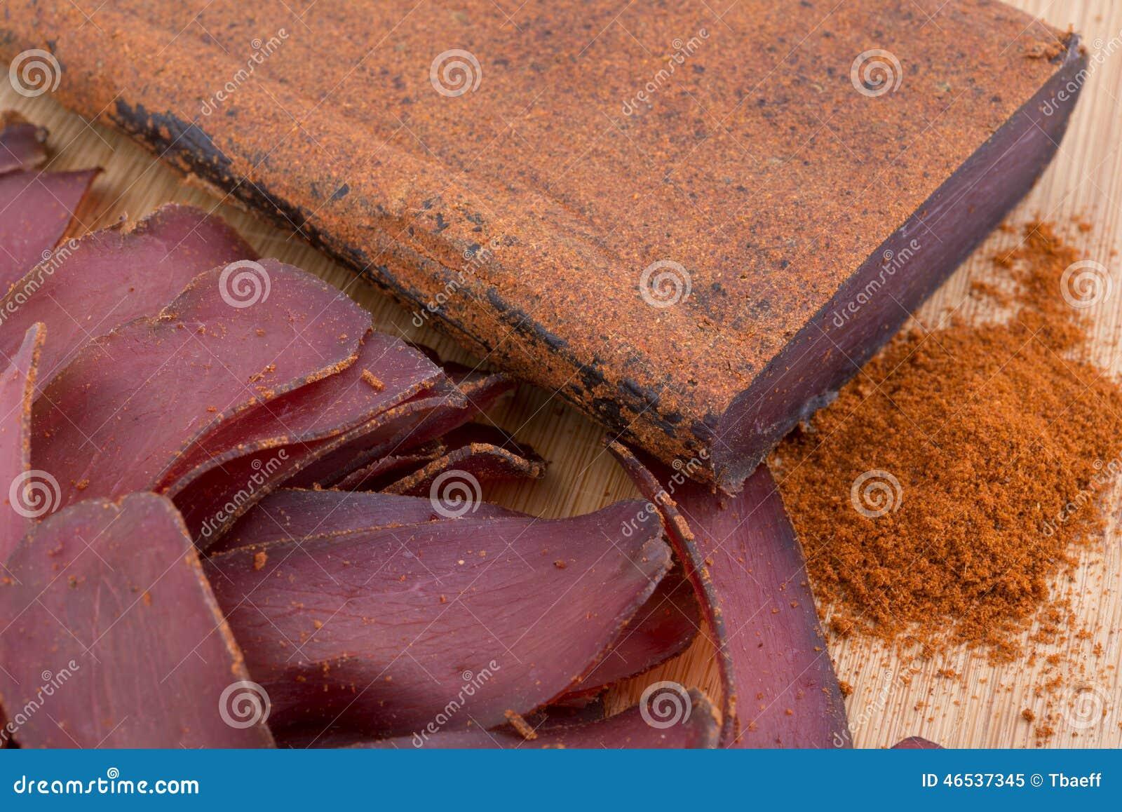Traditionell bulgar torkat kött